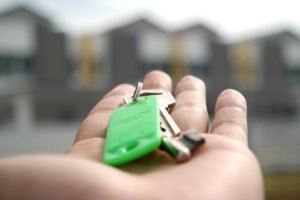 Как получить квартиру от государства молодой семье в 2018 году