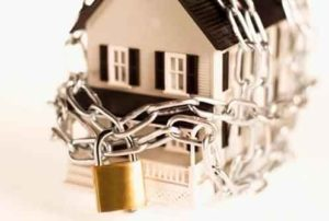 Как наложить арест на имущество должника