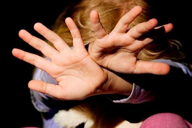 Избиение несовершеннолетних детей