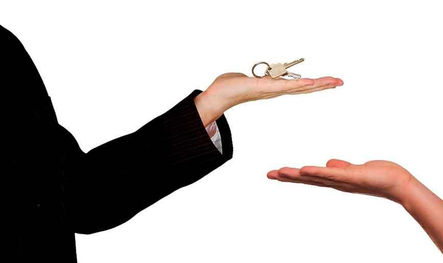 Как оформить дарственную на квартиру близкому родственнику